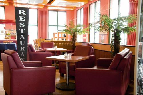 Lounge oder Bar in der Unterkunft Hotel Neumarkt