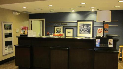The lobby or reception area at Hampton Inn Topeka