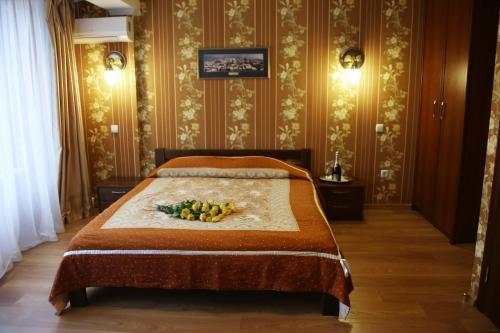 A bed or beds in a room at Hotel Plazma
