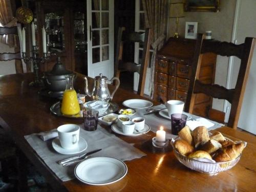 Breakfast options available to guests at A la Bergerie