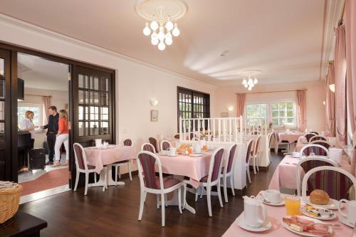 Ein Restaurant oder anderes Speiselokal in der Unterkunft Hotel Heuboden
