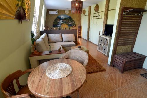 A seating area at Dragomir Apartments