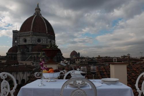 A restaurant or other place to eat at Toccando il Duomo Con Un Dito