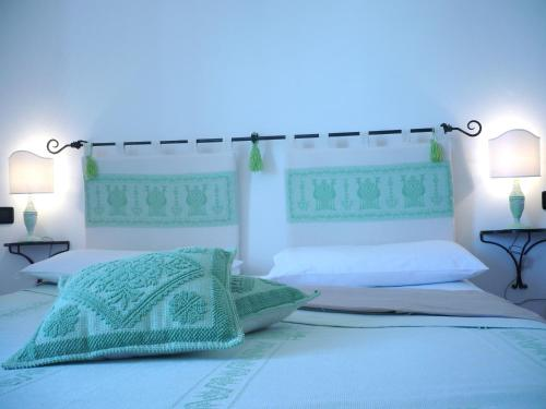 A bed or beds in a room at Le Pavoncelle