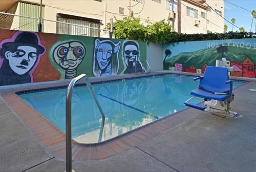 The swimming pool at or close to Americas Best Value Inn Hollywood