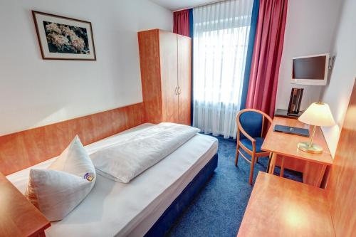 A bed or beds in a room at Hotel Antares