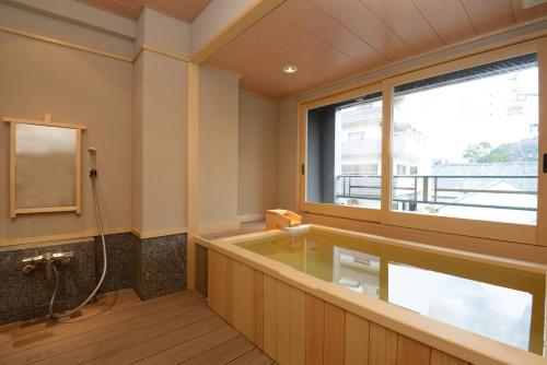 A bathroom at Konpira Onsen Kashikiri Yunoyado Kotone