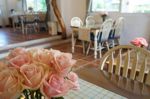 A restaurant or other place to eat at Smile 58 B&B