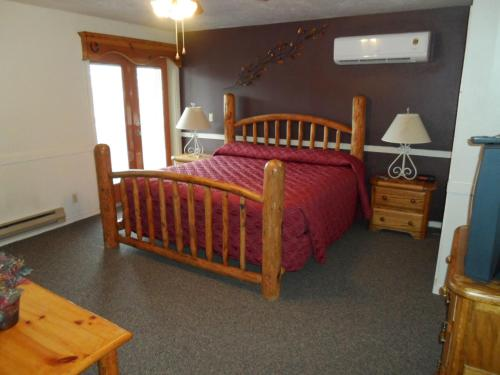 A bed or beds in a room at Jackson Hole Towncenter, a VRI resort