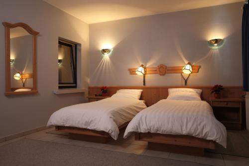 Ein Bett oder Betten in einem Zimmer der Unterkunft Hotel Sieweburen