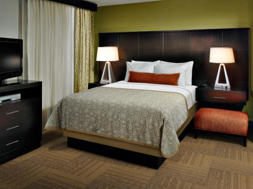 A bed or beds in a room at Staybridge Suites College Station