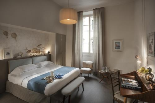 A bed or beds in a room at Alfieri9