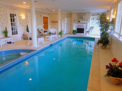 The swimming pool at or near Chiltern Inn