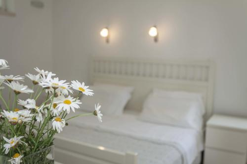 A bed or beds in a room at Suncana Apartments Dubrovnik