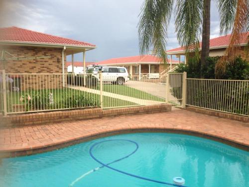 The swimming pool at or near Baybrook Motor Inn