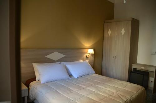 A bed or beds in a room at Kaliè Rooms Guest House