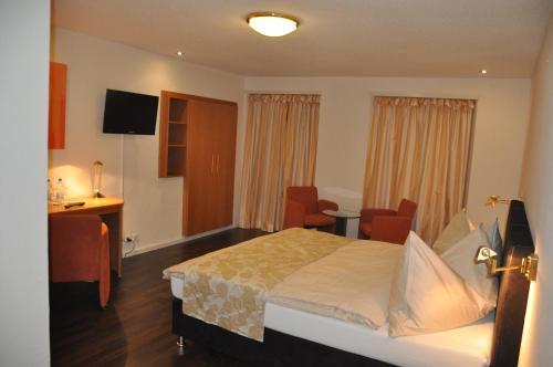 Ein Bett oder Betten in einem Zimmer der Unterkunft Hotel Löwen