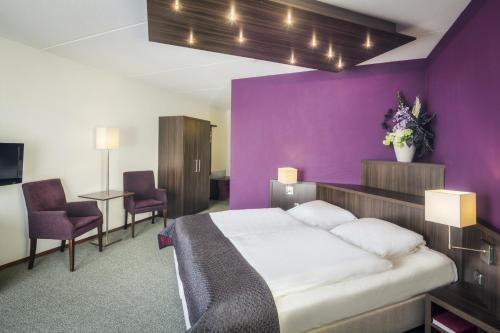 Een bed of bedden in een kamer bij Hampshire Hotel - Avenarius