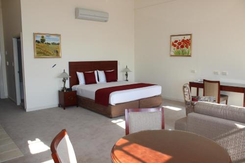 A bed or beds in a room at Quality Hotel Regent Rockhampton