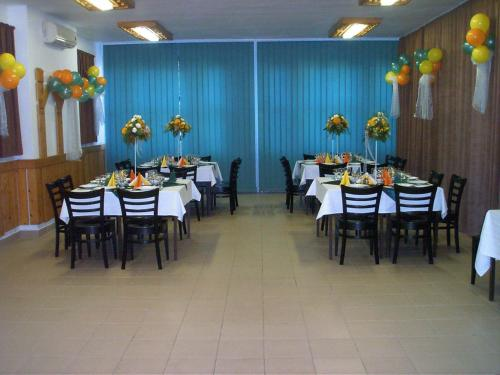 A restaurant or other place to eat at Vila Diakonia