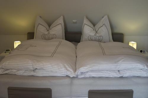 Ein Bett oder Betten in einem Zimmer der Unterkunft Hommage Appartements