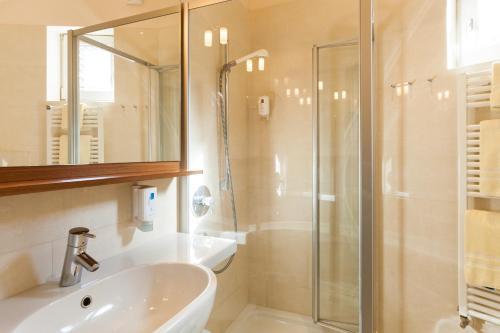 Ein Badezimmer in der Unterkunft Park Hotel Am Lindenplatz