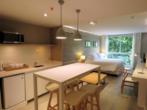 A cozinha ou cozinha compacta de Smart Hotel Montevideo