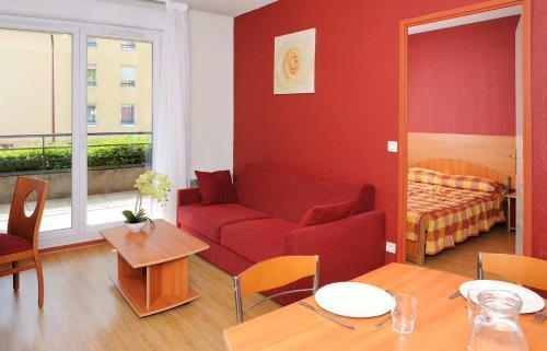 A seating area at Séjours & Affaires Genève Saint Genis