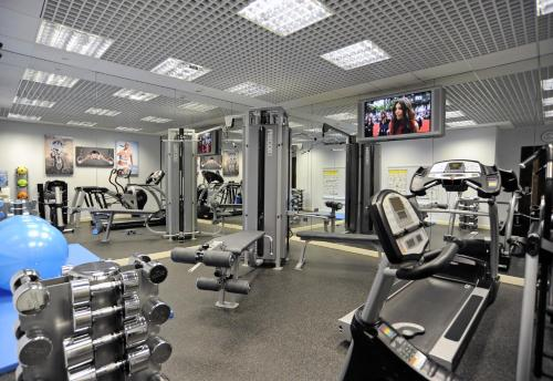 The fitness centre and/or fitness facilities at Mercure London Paddington Hotel