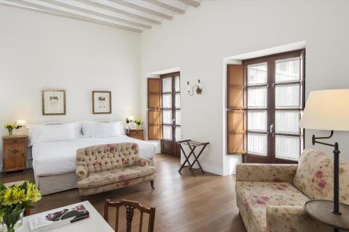 A seating area at Hotel Amadeus Sevilla