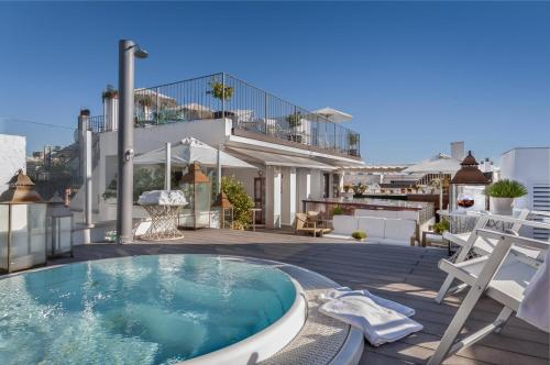 Hotel Amadeus & La Musica tesisinde veya buraya yakın yüzme havuzu