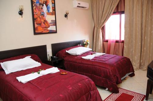 A bed or beds in a room at Residence Hotel Assounfou