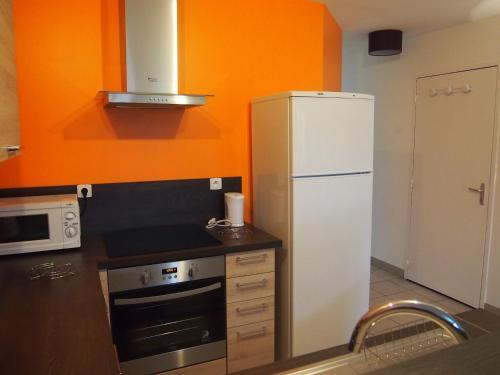 Cuisine ou kitchenette dans l'établissement L'Escale 80