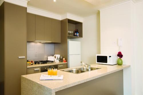 A kitchen or kitchenette at City Tempo - SouthbankOne