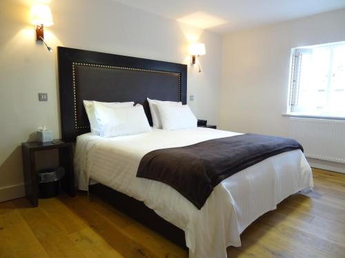 A bed or beds in a room at Gosforth Hall Inn
