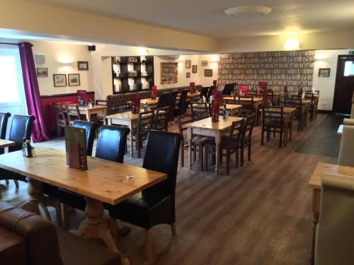 A restaurant or other place to eat at Hunters Lodge Inn