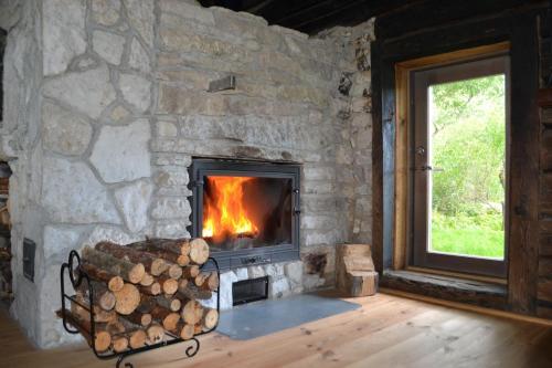 Puhkemaja külastajatele saadaval grillimisvõimalused