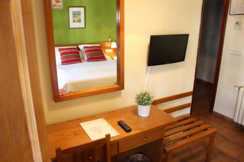 A television and/or entertainment center at Hotel Rey Don Jaime