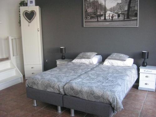 A bed or beds in a room at Quarenta Studio