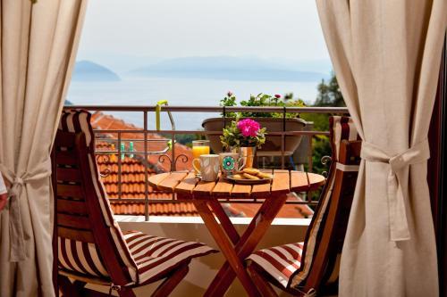 Μπαλκόνι ή βεράντα στο Calm View