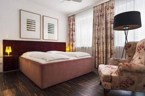 Кровать или кровати в номере Hotel Kunsthof