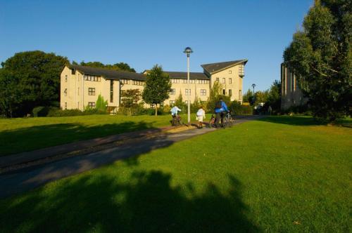 Becket Court
