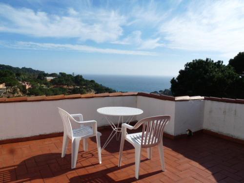 Een balkon of terras bij Bungalow Cala Canyelles