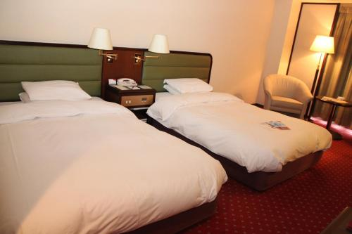 A bed or beds in a room at ANA Crowne Plaza Hotel Kyoto, an IHG Hotel