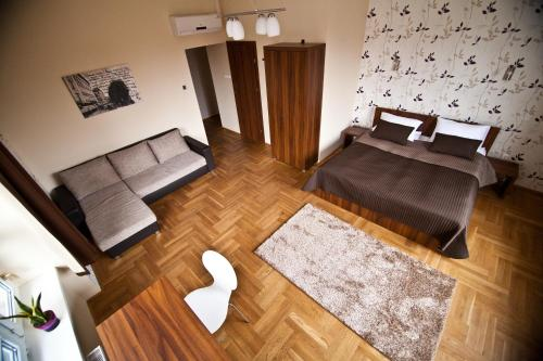 A bed or beds in a room at SasOne Rooms