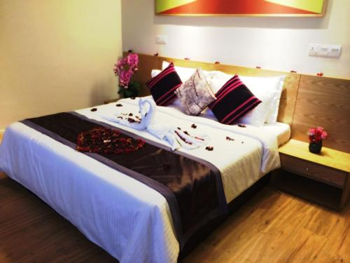 A bed or beds in a room at de King Boutique Hotel KLCC