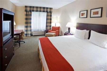 A bed or beds in a room at Holiday Inn Express Hotel & Suites Freeport