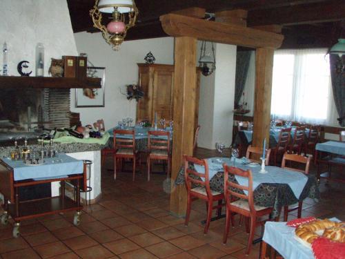 Ein Restaurant oder anderes Speiselokal in der Unterkunft Gasthof Sonne