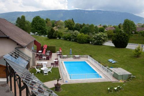 Vue sur la piscine de l'établissement Albhotel Grill ou sur une piscine à proximité