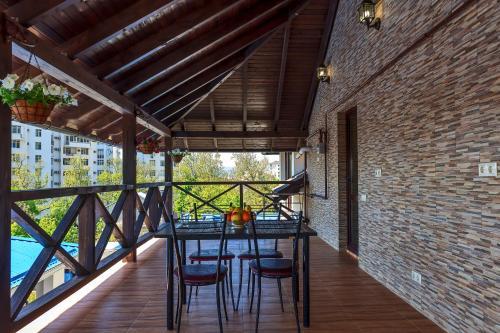 Балкон или терраса в Гостевой Дом Даллас
